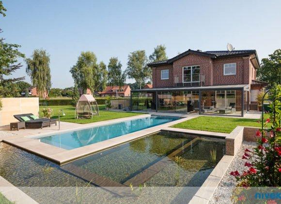 Polystone Pool in Garten